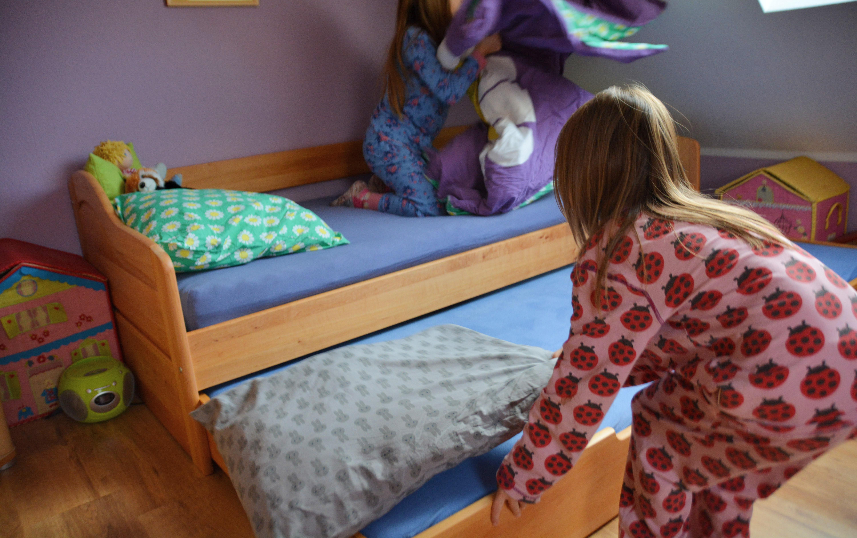 Abenteuer im Kinderzimmer: Kinder zum ersten Mal über Nacht ...