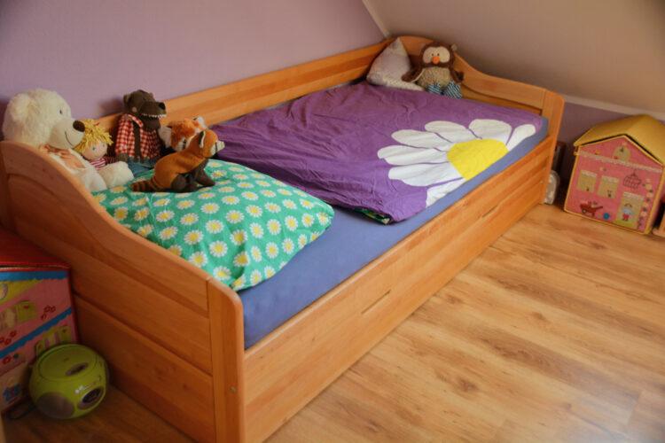 Kinderzimmer Kinderbett aus Holz