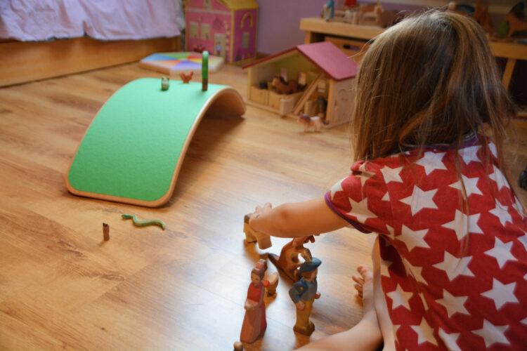 Holzspielzeug im Kinderzimmer