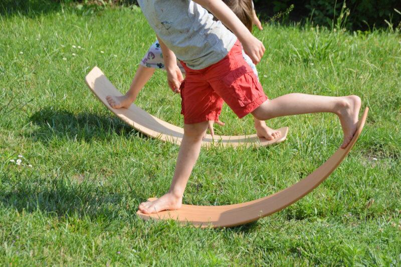 Wir vergleichen: Wobbel oder das.Brett von TicToys? – Welches Balance Board passt zu uns?