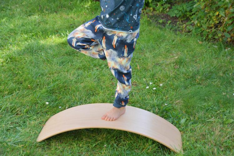 Kinderyoga auf dem Balance Board
