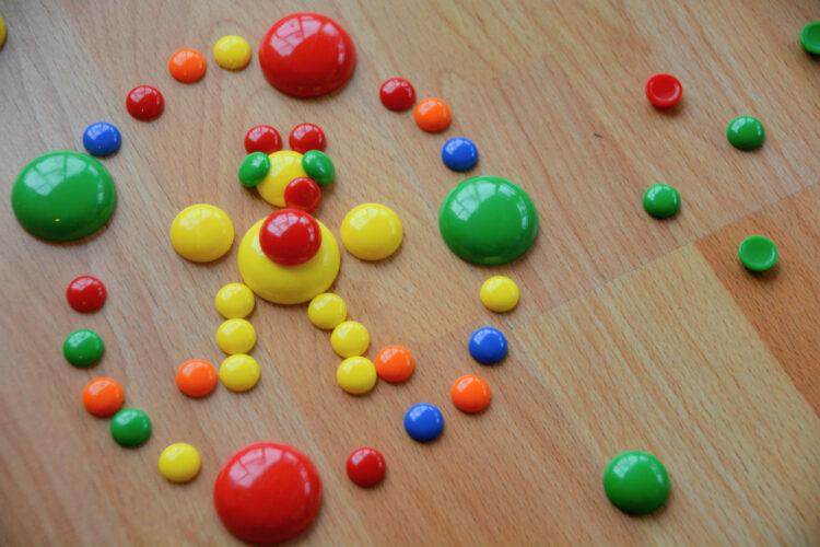 Kreatives Spiel mit Muggelsteinen