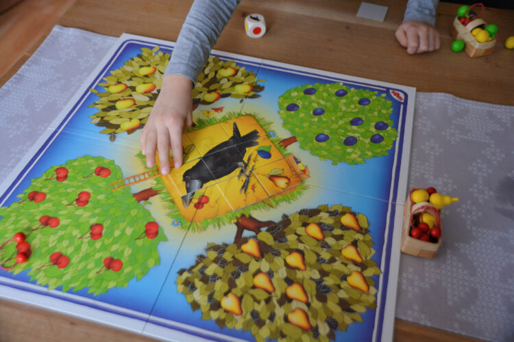 Obstgarten kooperatives Kinderspiel