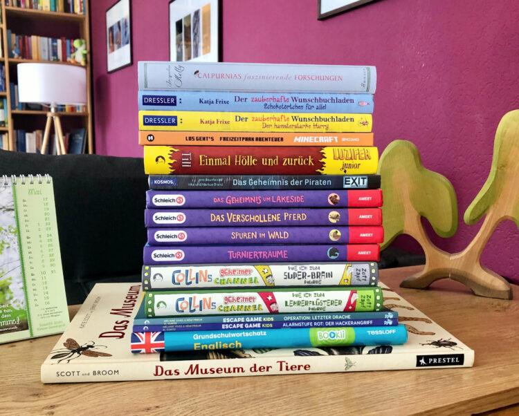 Kinderbuchstapel zum 10. Geburtstag