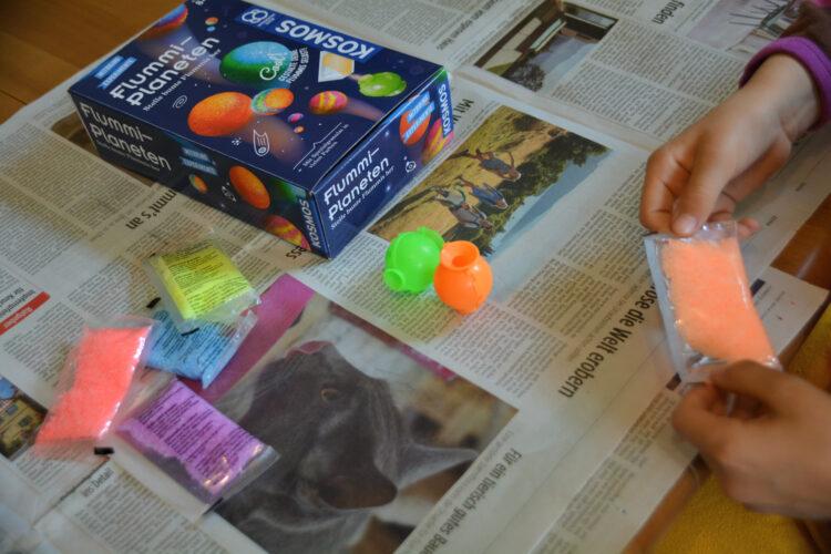 Flummi-Granulat experimentieren