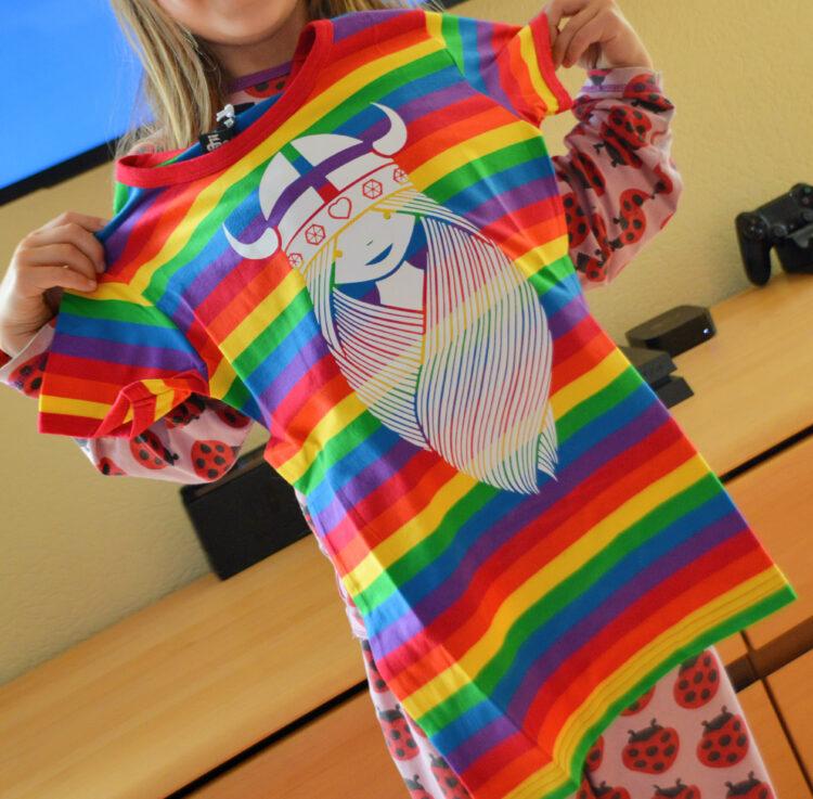 Danefae Regenbogen-Shirt