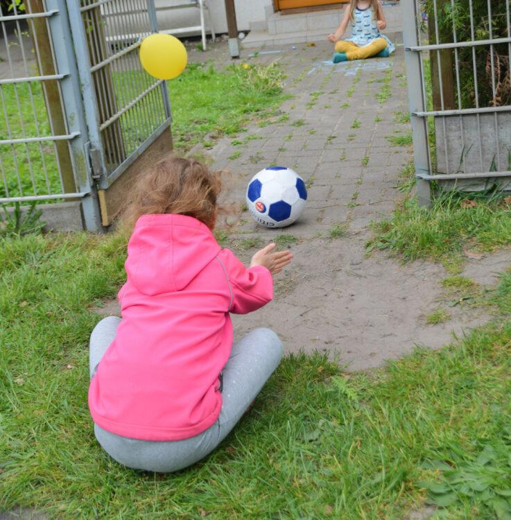 Ellas Kindergeburtstag am Zaun