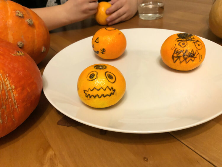 Halloween Kürbisse Mandarinen