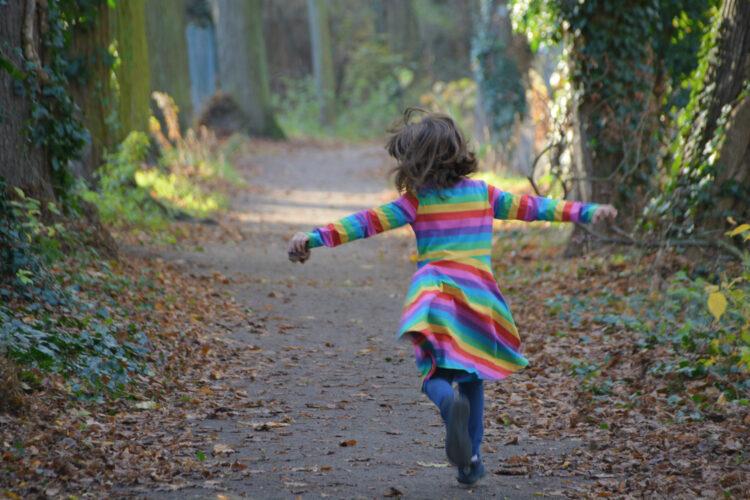 Frei fröhlich Kindheit Kinderkleidung