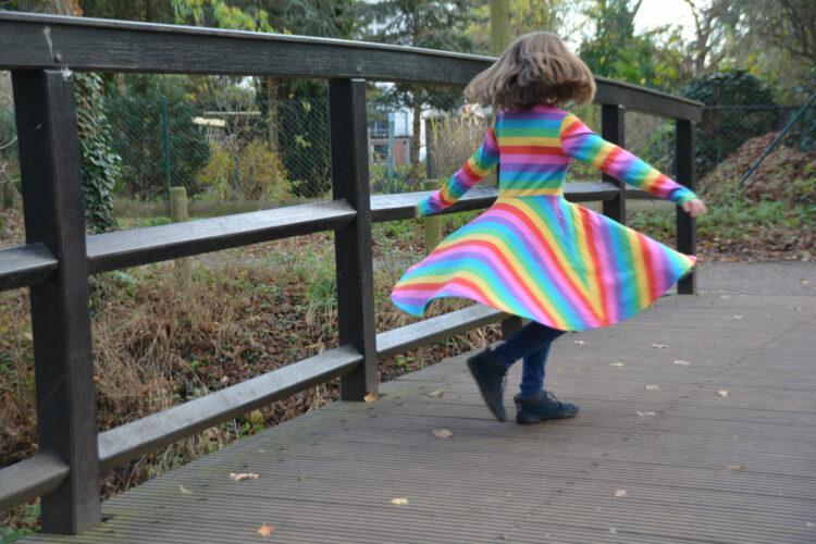 Kleid drehen Bio-Regenbogenkleid