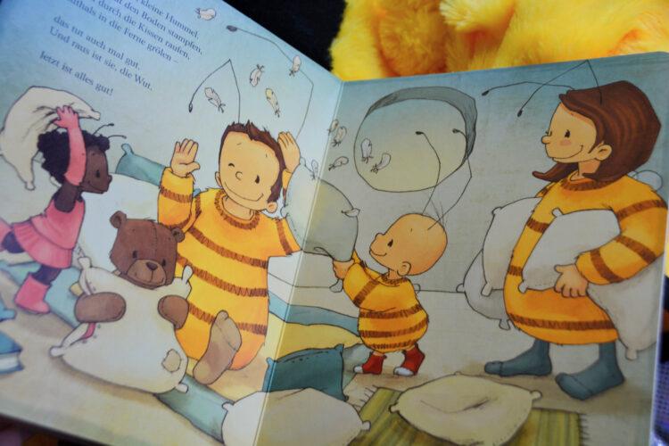 Baby Hummel Bommel Kissenschlacht