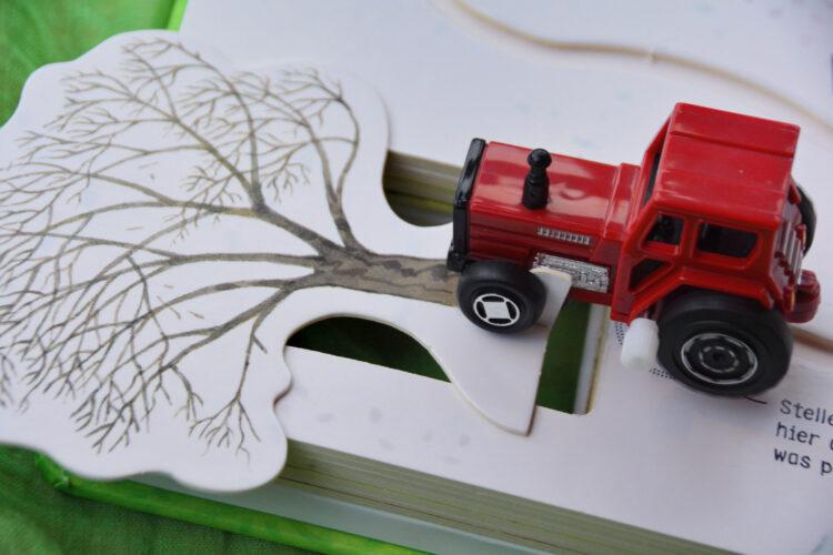 Traktor Unfall mit Baum