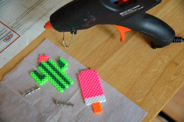 Bügelperlen-Anstecker für Kinder