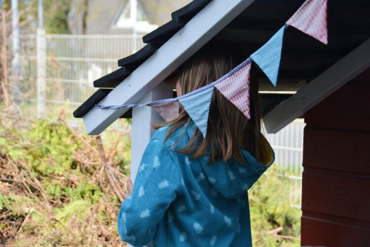 Kinder Ostereiersuche Garten