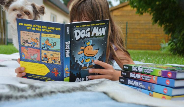 Kind liest Kindercomic Dog Man
